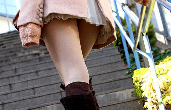 【美脚エロ画像】タイツ脱ぐのを待ってますw春まで待てないから街美脚ギャラリーwww 001