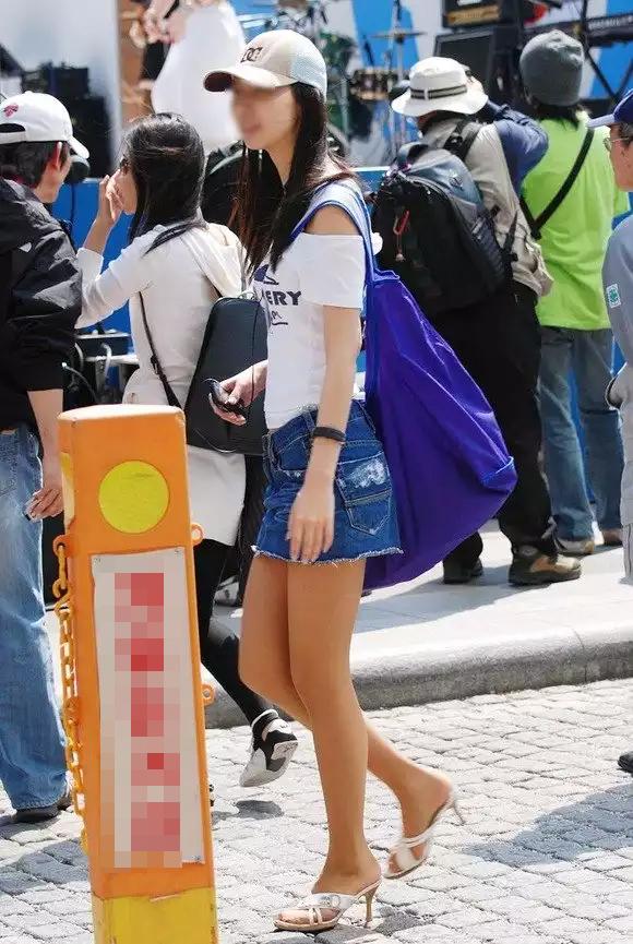 【美脚エロ画像】タイツ脱ぐのを待ってますw春まで待てないから街美脚ギャラリーwww 02