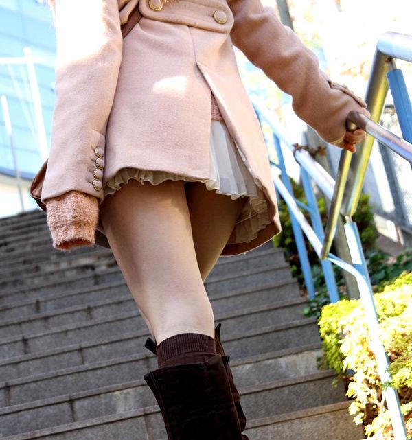 【美脚エロ画像】タイツ脱ぐのを待ってますw春まで待てないから街美脚ギャラリーwww 06