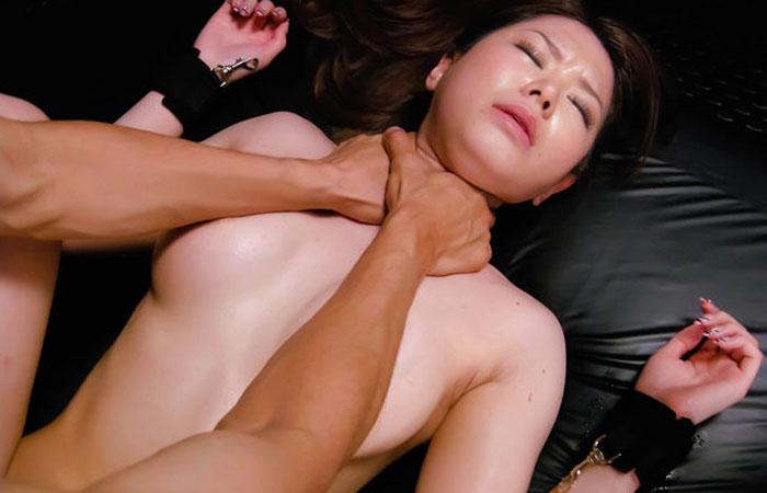 【首絞めエロ画像】一歩間違えると…冗談でしちゃいけない首絞め性交www 001