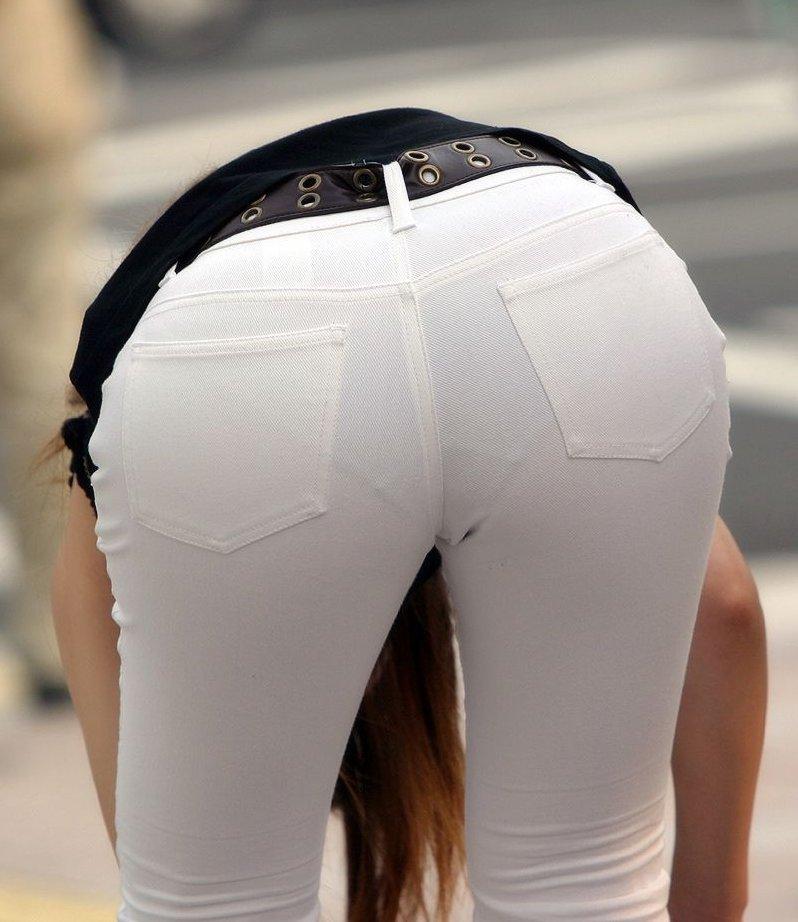 【透け下着エロ画像】覗かなくても勝負あり!既に下着が透けてる親切な着尻www 13