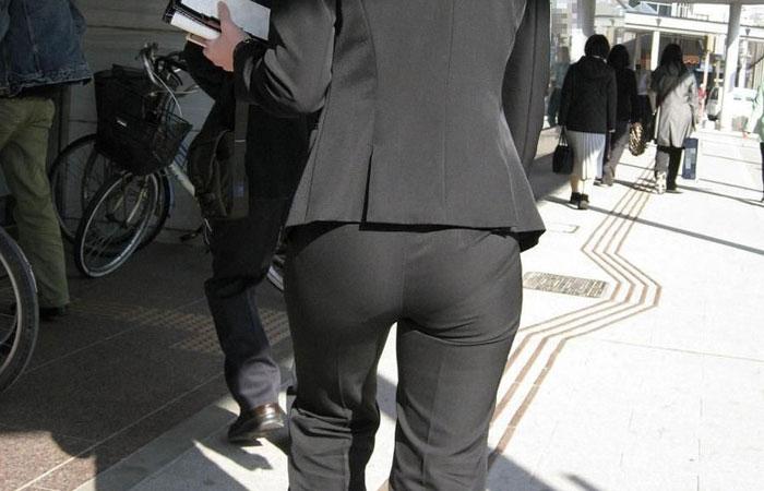 【着尻エロ画像】社会に出た方々の嗜み!でも形がイヤらしいパンツスーツ尻www 001