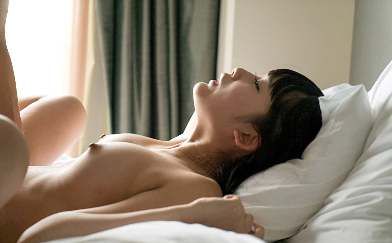 【喘ぎ顔エロ画像】もっと責めればアヘ顔化!性交中の美女の切羽詰まった表情www 14