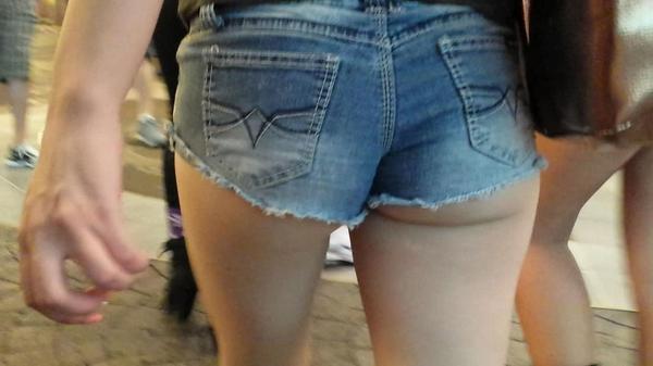 【ハミ尻エロ画像】たかが端っこではないwホットパンツァーの貴重な尻出しwww 09
