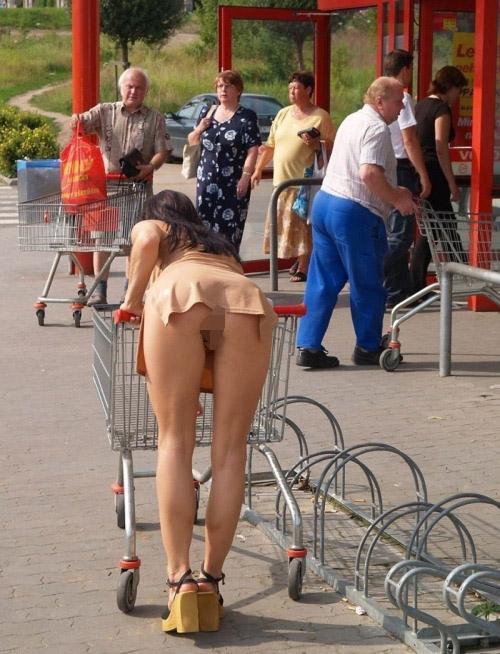 【ノーパンエロ画像】パンツを履かないだけでいいw最も簡単でスリル満点なノーパン徘徊www 05