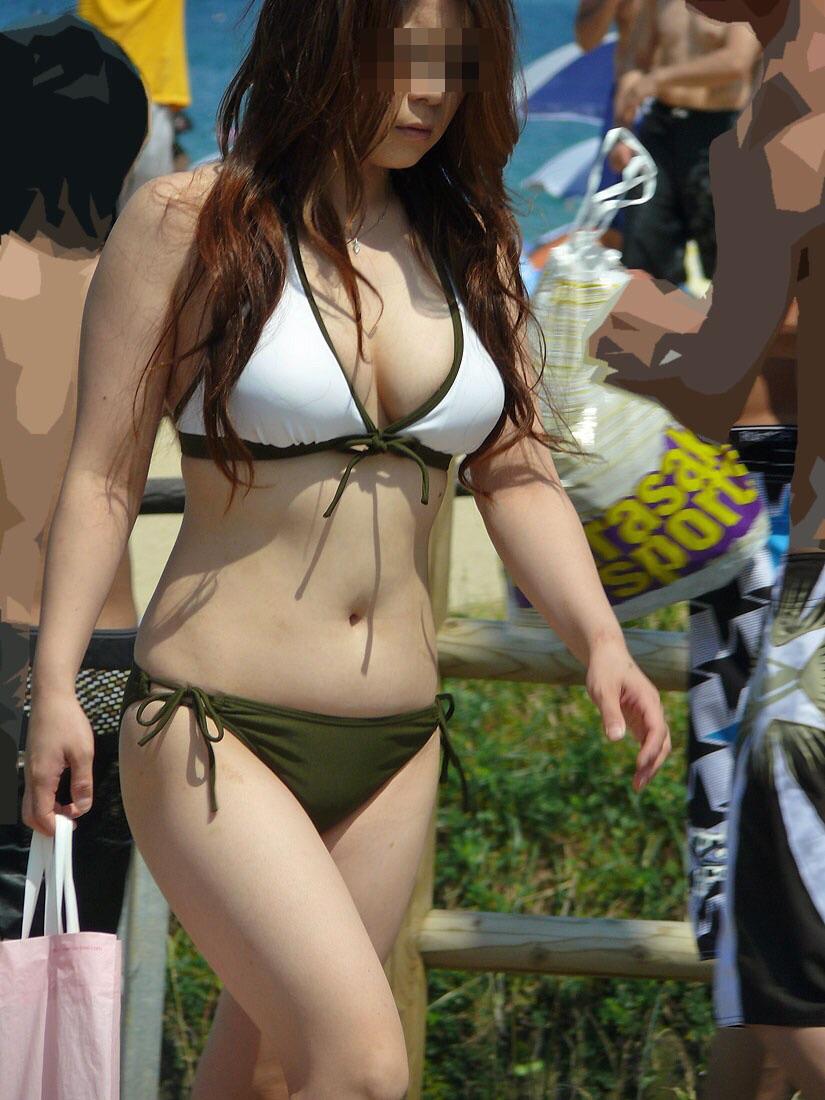 【水着エロ画像】谷間までは見放題!ビーチで目立つビキニ巨乳な素人ギャルズwww 14