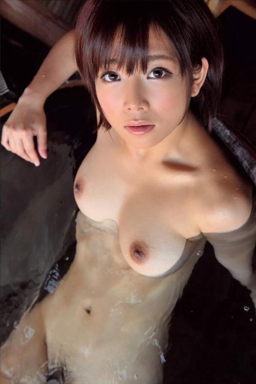 【短髪エロ画像】既に裸故にボーイッシュには全然見えないショートヘア女子www 09