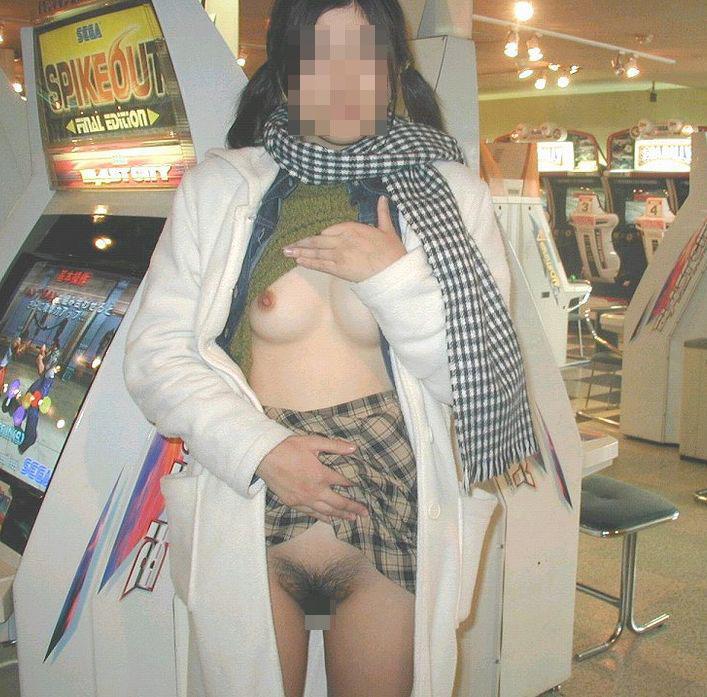 【露出エロ画像】店長こっち!完璧に迷惑行為な店内の露出女たちwww 14