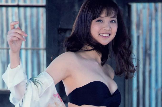 熊江琉唯 癒し系お姉さん、笑顔の9頭身グラビア