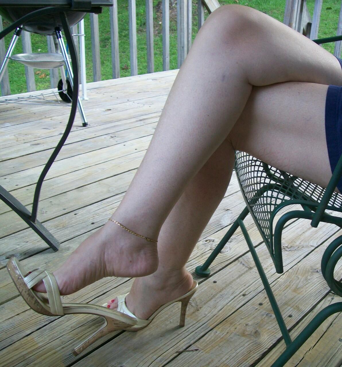 【ヒールエロ画像】その踵でグリグリ…踏んでくれそうなヒール美脚www 13