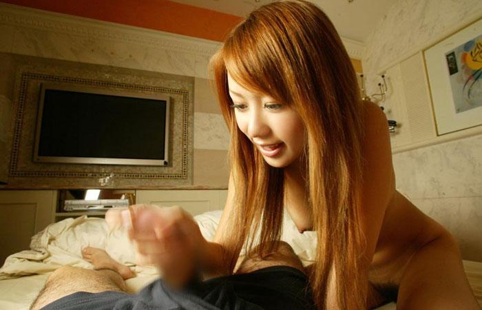 【手コキエロ画像】手抜きではないw女のシゴきが導いてくれる手コキご奉仕www 001