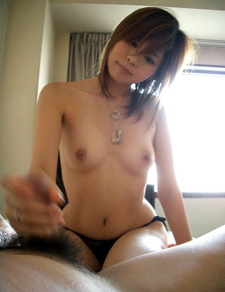 【手コキエロ画像】手抜きではないw女のシゴきが導いてくれる手コキご奉仕www 01