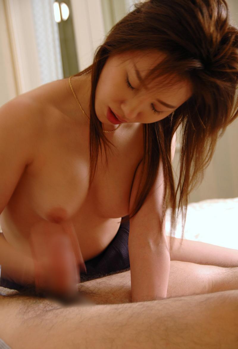 【手コキエロ画像】手抜きではないw女のシゴきが導いてくれる手コキご奉仕www 08