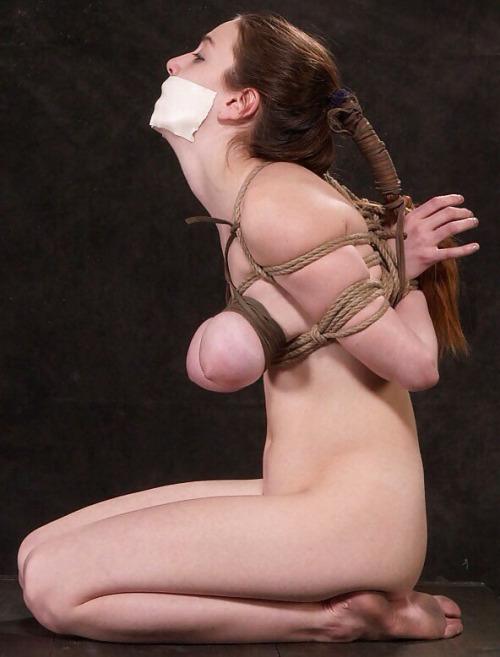 【SMエロ画像】(※閲覧注意)貴重な巨乳がハム状態!危険なおっぱい緊縛www 11