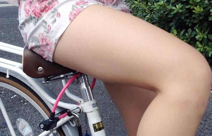 【自転車エロ画像】イイ脚ならば乗るべきwチャリ乗り女たちの太もも鑑賞www 001