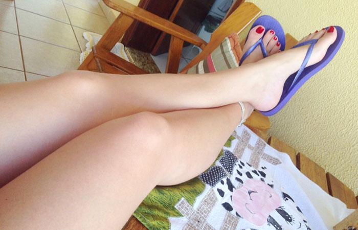 【美脚エロ画像】パンスト無しで綺麗なのは素敵w美女たちの生脚自慢www 001