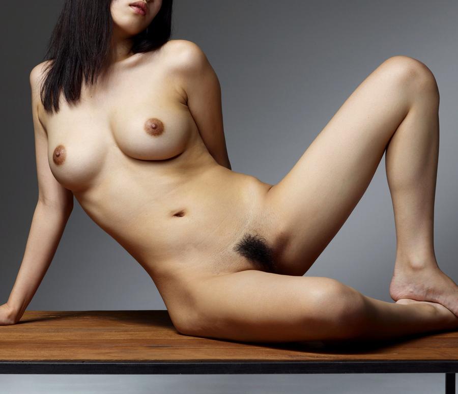 【裸体エロ画像】なんて正直そうな体…最初の脱ぎはやっぱり全裸が一番www 04