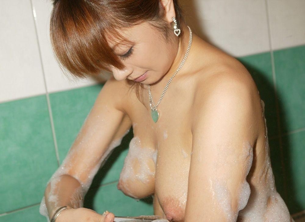 【入浴エロ画像】一緒に密着洗いっこしたい!お風呂で泡まみれなお姉さんwww 06