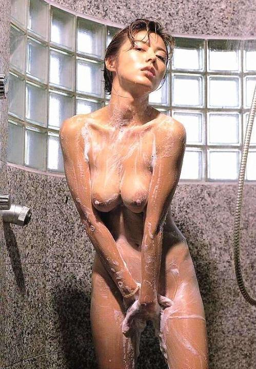 【入浴エロ画像】一緒に密着洗いっこしたい!お風呂で泡まみれなお姉さんwww 13