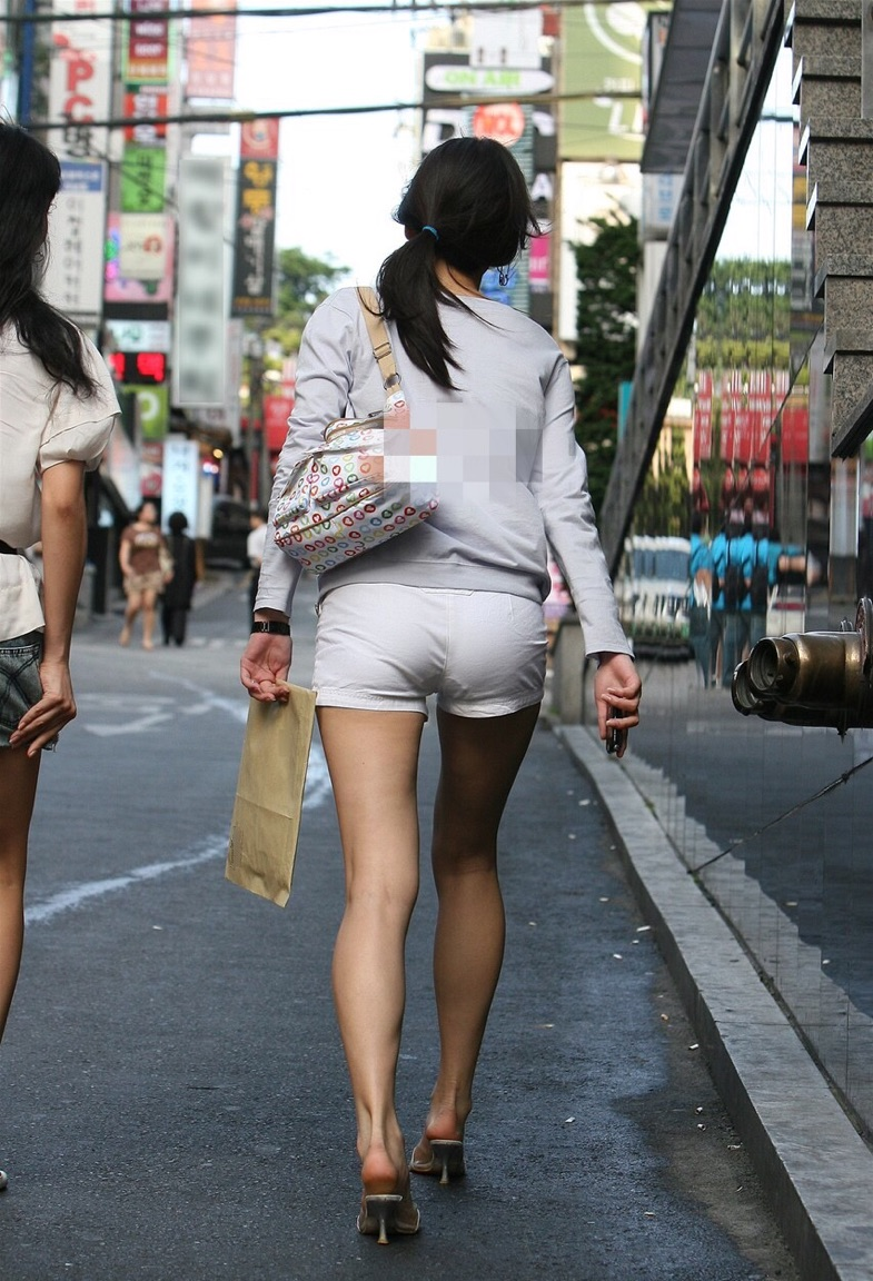 【美脚エロ画像】新鮮な生太ももがたまらないショーパン生美脚撮りwww 04