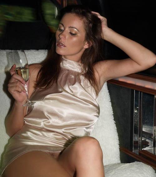 【ノーパンエロ画像】剥き出しがステータスwドレスの下は下着無しな海外セレブwww 08