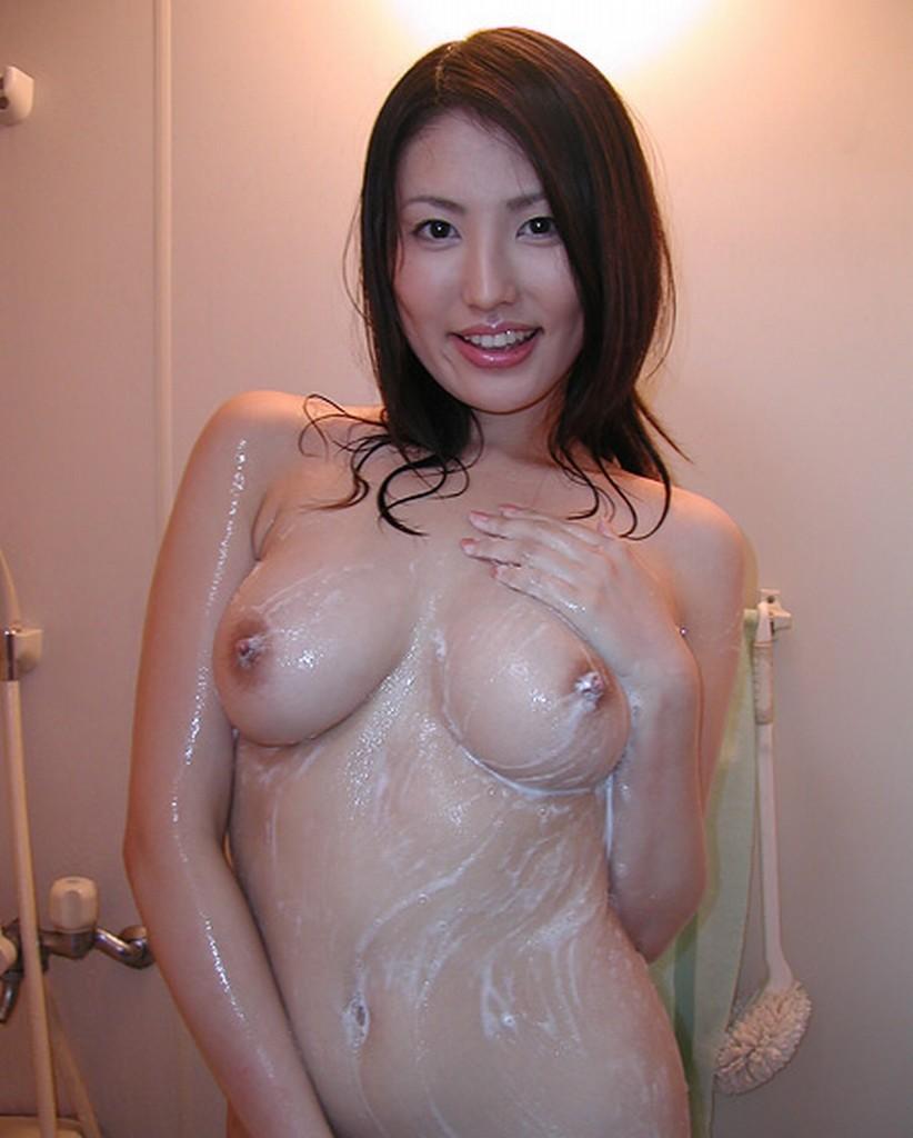 【入浴エロ画像】一緒に綺麗に擦り合いたいお風呂で泡まみれなお姉さんwww 12