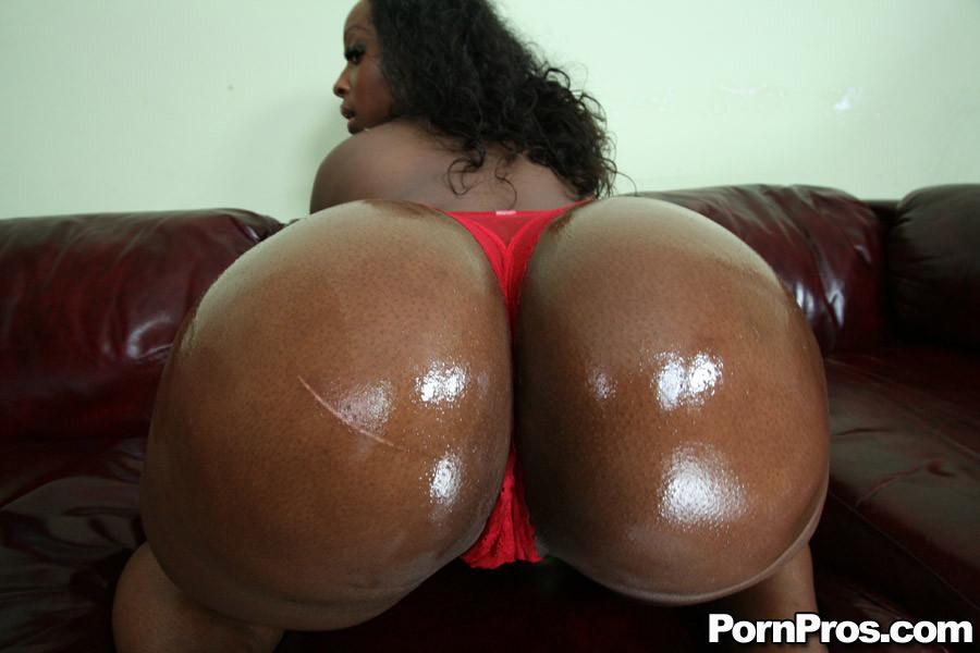 【巨尻エロ画像】偶には白桃よりも黒糖まんじゅうを…インパクト大な黒人女性のデカ尻www 10