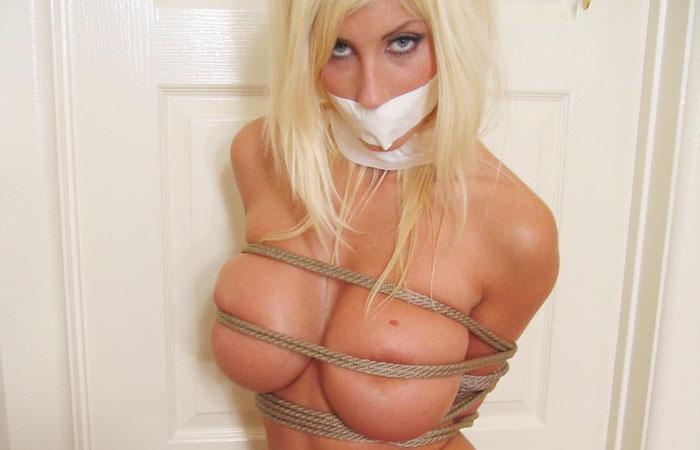 【SMエロ画像】隠せてはいるけど…裸よりもキツそうな縄ブラおっぱいwww 001