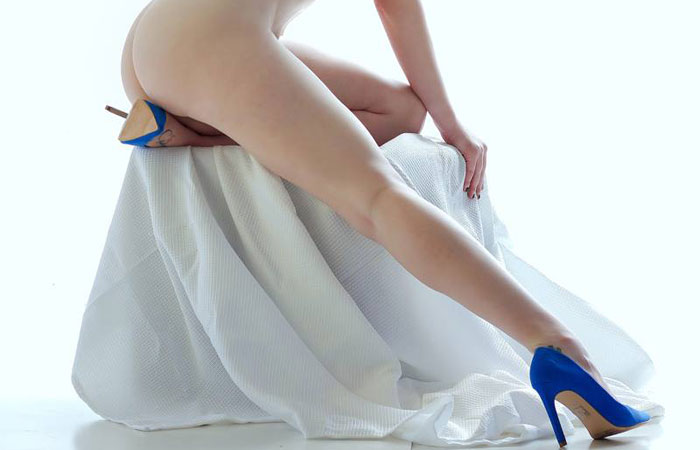 【美脚エロ画像】実に踏まれ甲斐のある…長くて綺麗なヒール美脚の外人さんwww 001