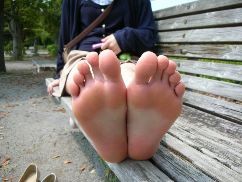 【足裏エロ画像】眺めると浮かんでくる女の子の足裏に秘められた魅力www 07