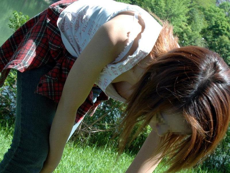 【胸チラエロ画像】ブラの奥まで見えれば感激w覗け過ぎた胸元チラ見えwww 12