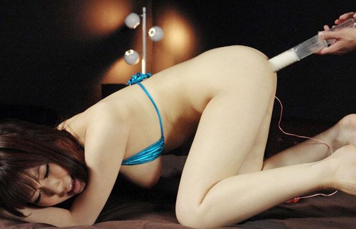 【SMエロ画像】大量噴射への前奏曲wM女の尻にたっぷり液体浣腸www 001