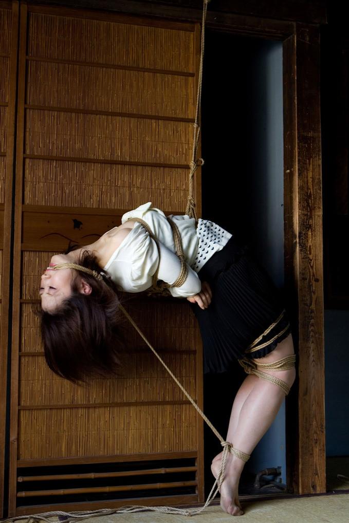 【SMエロ画像】縄を巻いて卑猥さアップ!ムッチリ女体に凄く似合う縄化粧www 12