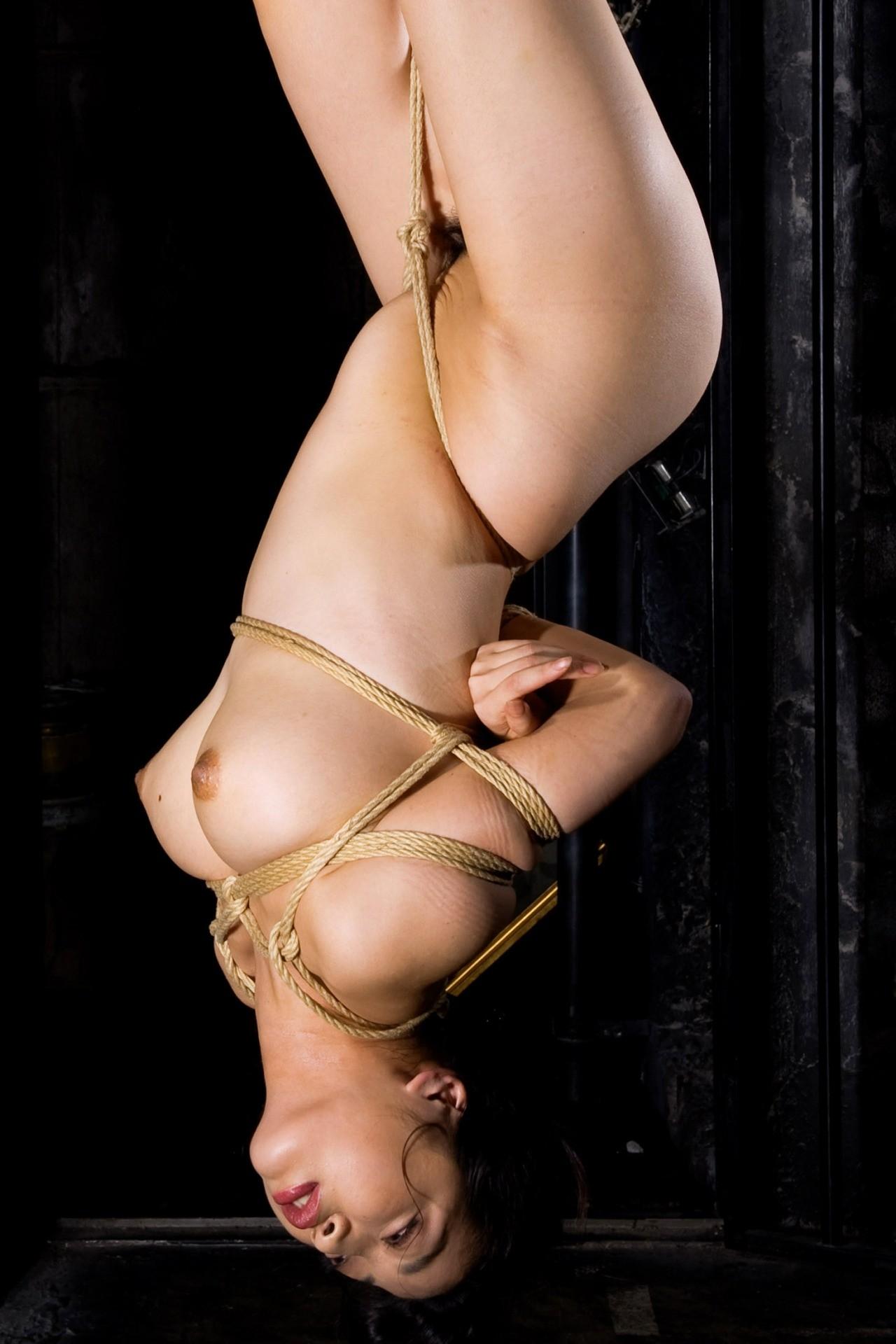 【SMエロ画像】縄を巻いて卑猥さアップ!ムッチリ女体に凄く似合う縄化粧www 14