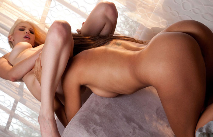 【レズエロ画像】棒がないからその分舌で頑張っているレズカップルの性器責めwww 001
