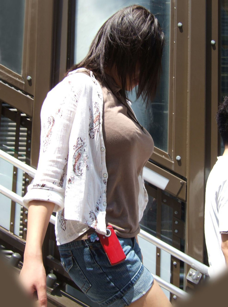 【巨乳エロ画像】見せつけてくれる…視線を逸らす必要はない街角巨乳www 15