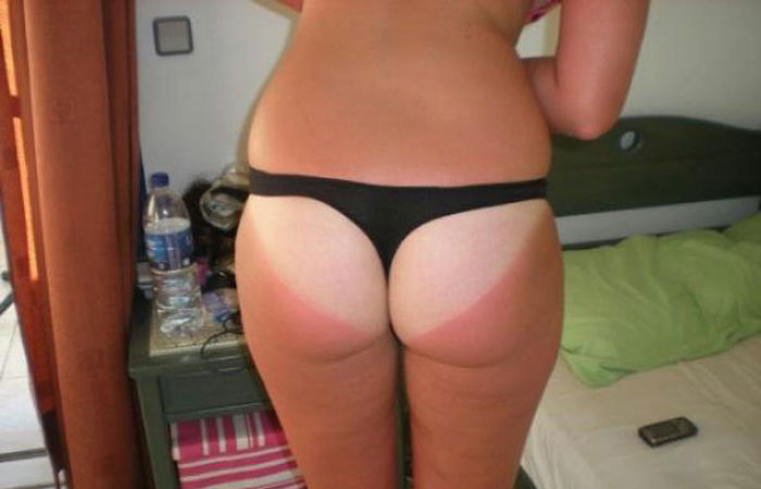 【日焼けエロ画像】盛った雌猿とは逆の色w日焼け女子の真っ白な美尻www 001