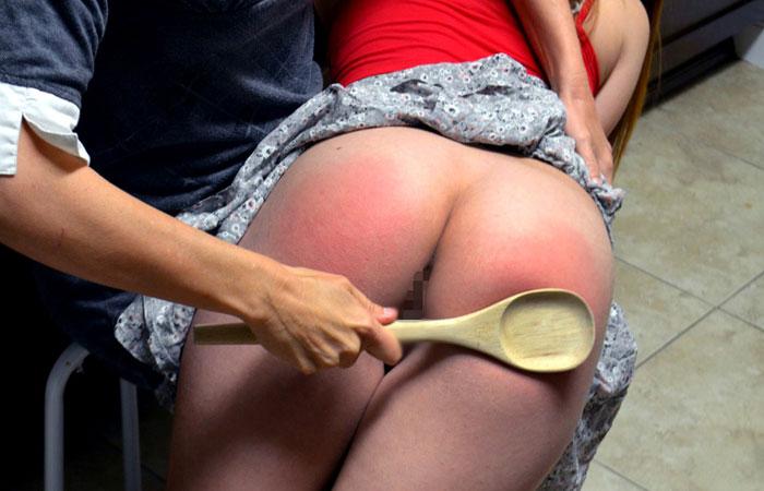 【調教エロ画像】冷やす準備を…真っ赤に腫れた被スパンキング美尻www 001