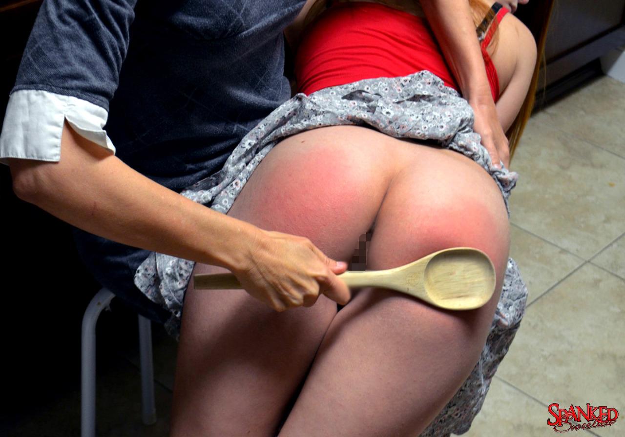 【調教エロ画像】冷やす準備を…真っ赤に腫れた被スパンキング美尻www 15