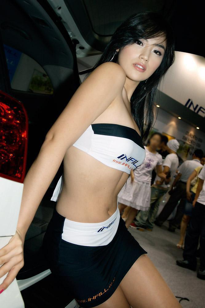 【キャンギャルエロ画像】衣装も巨乳用w集客に貢献するキャンギャルのおっぱいwww 10