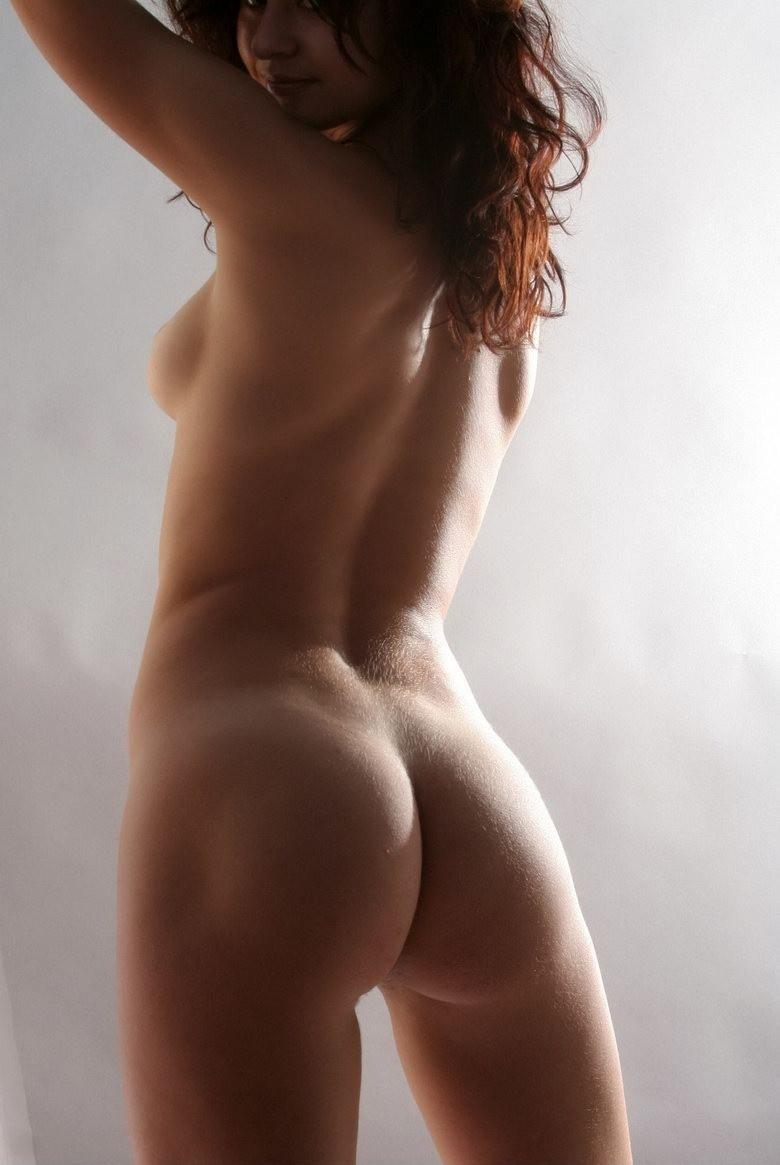 【横乳エロ画像】早く回れ右!乳頭が見えそうで見えないたわわな横乳www 11