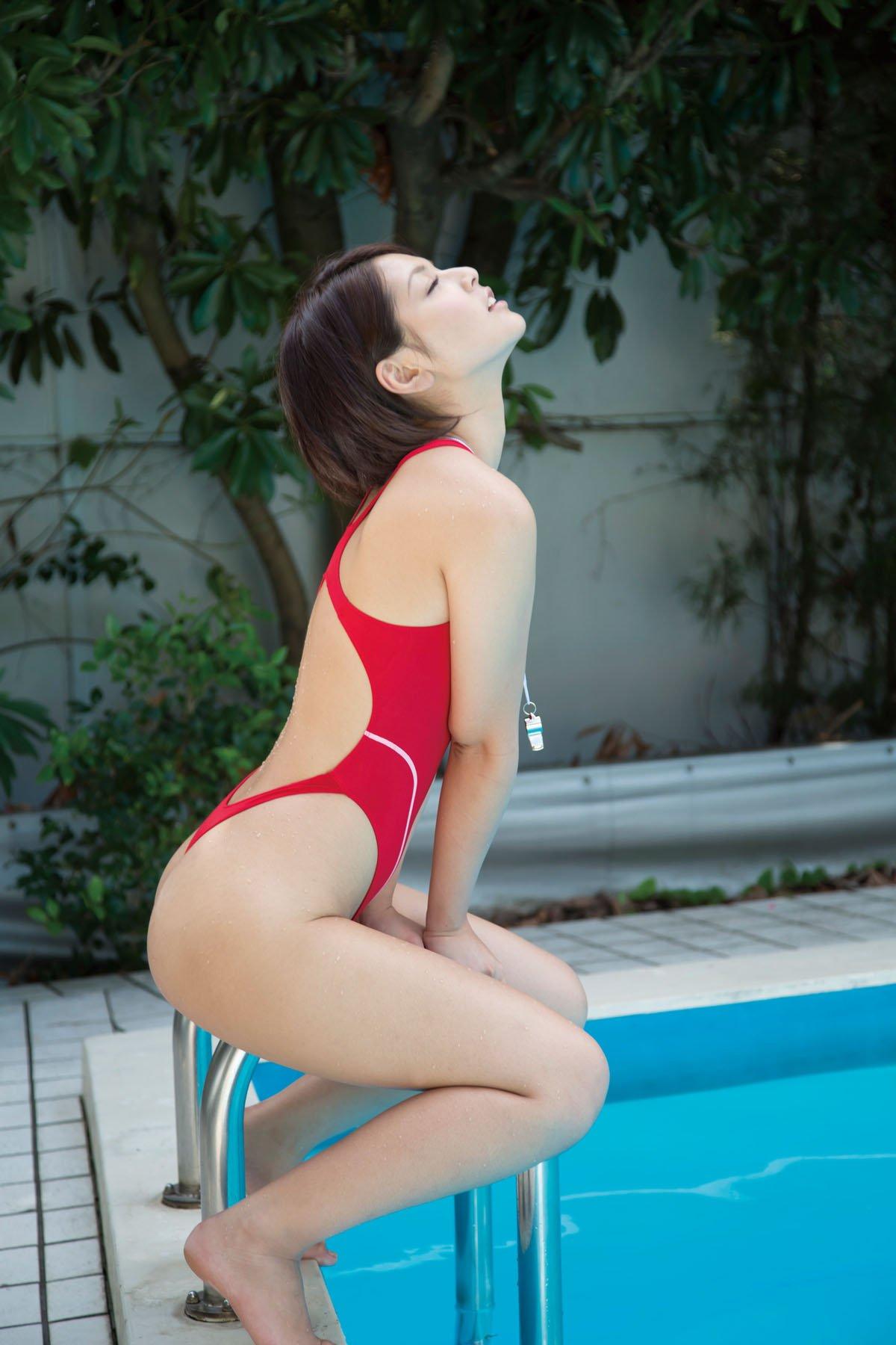 【水着エロ画像】着た時点で不可避のハミ尻wビキニに劣らない競泳水着女体www 10