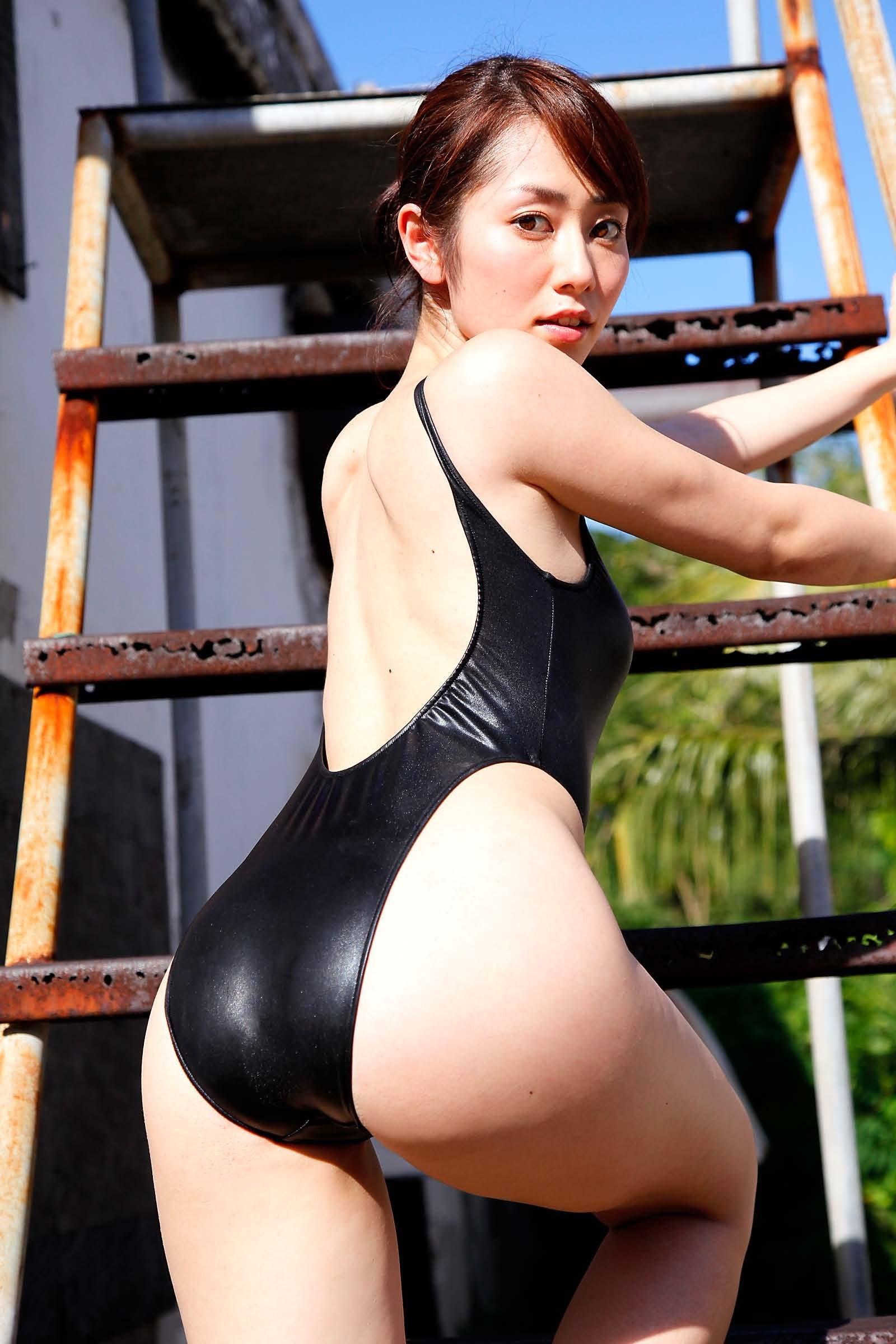 【水着エロ画像】着た時点で不可避のハミ尻wビキニに劣らない競泳水着女体www 11