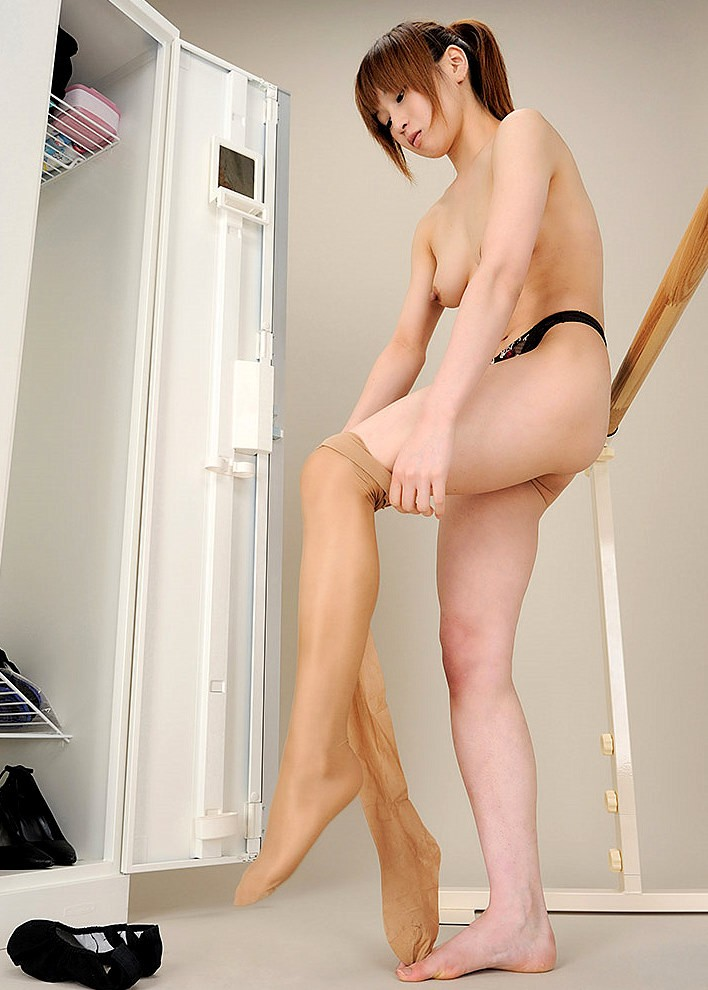 【着替えエロ画像】全裸になる人は夜の予定が…雌臭撒きながら更衣室で着替えwww 14