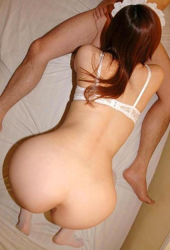 【美尻エロ画像】後ろから挿入する?フェラ真っ最中な美女の誘う尻www 04
