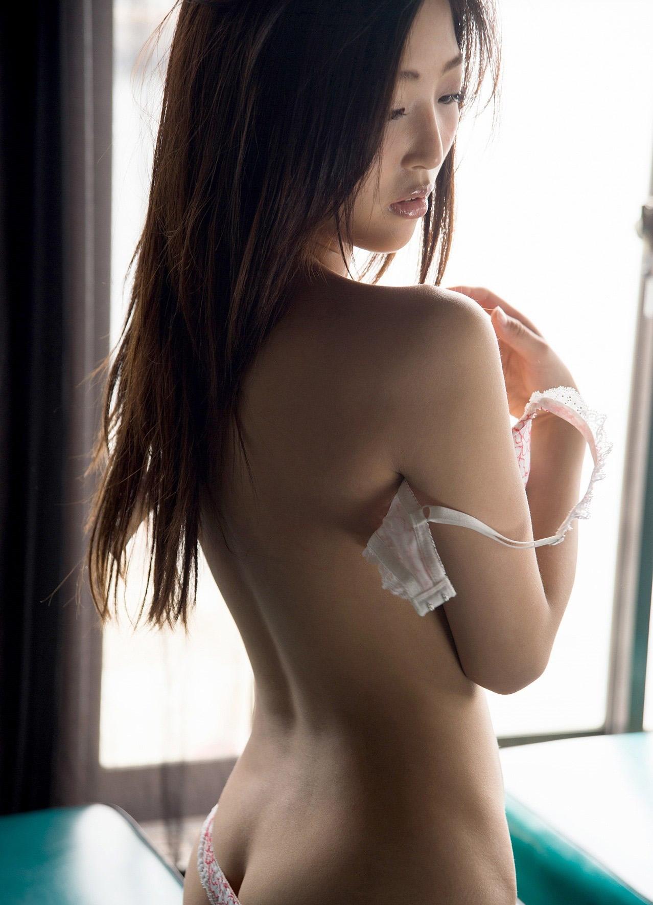 【脱衣エロ画像】ホックは慎重に外しましょうw全部見えるまで焦らない脱ぎ乳www 08