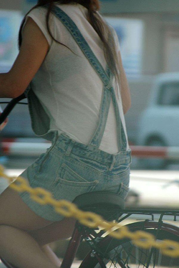 【透けブラエロ画像】夏の風物詩wホックの数次第で前も見たい街の透けブラwww 02