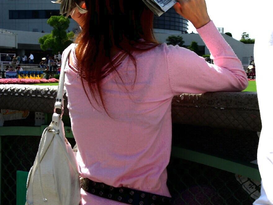 【透けブラエロ画像】夏の風物詩wホックの数次第で前も見たい街の透けブラwww 10