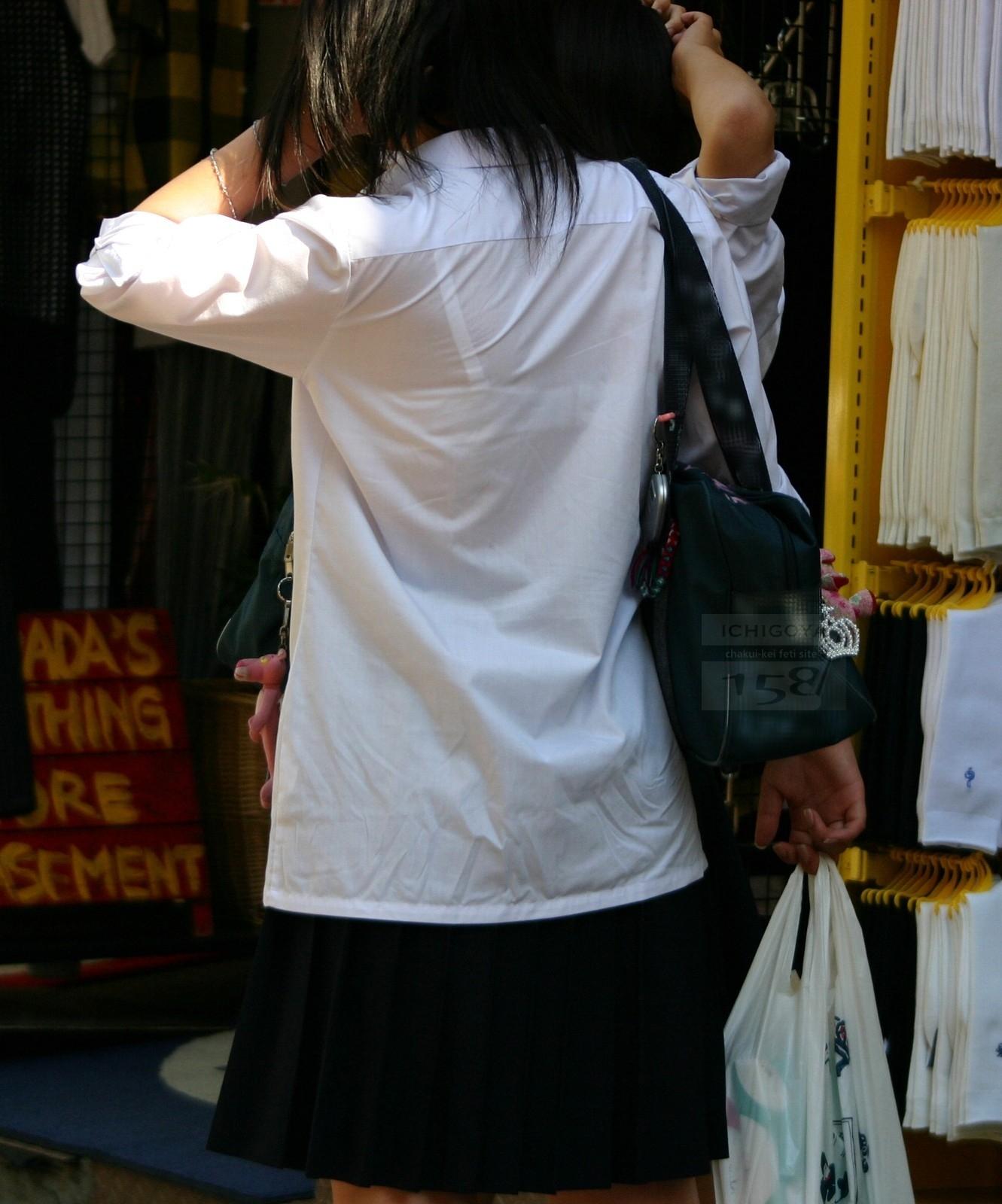【透けブラエロ画像】夏の風物詩wホックの数次第で前も見たい街の透けブラwww 11