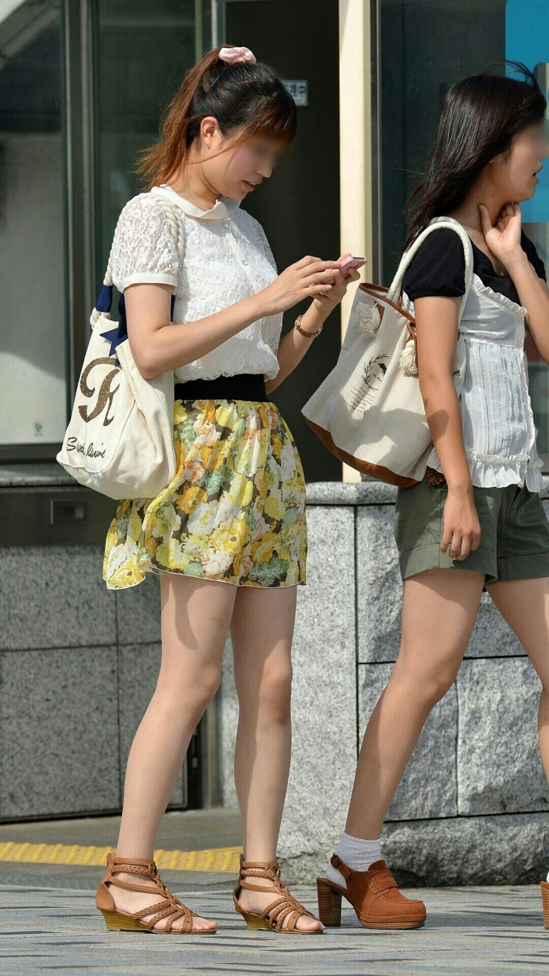 【美脚エロ画像】街へ行けば漏れなく遭遇w見てて飽きない現代女性の美脚www 01